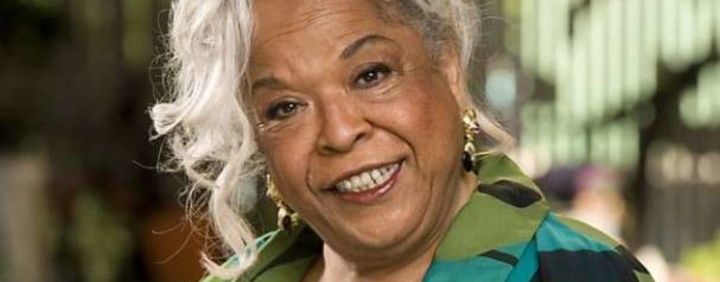 """""""Touched by an Angel"""" Star Della Reese Dies at 86"""